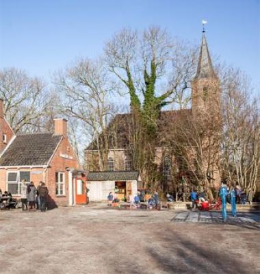 Woltersum school en kerk